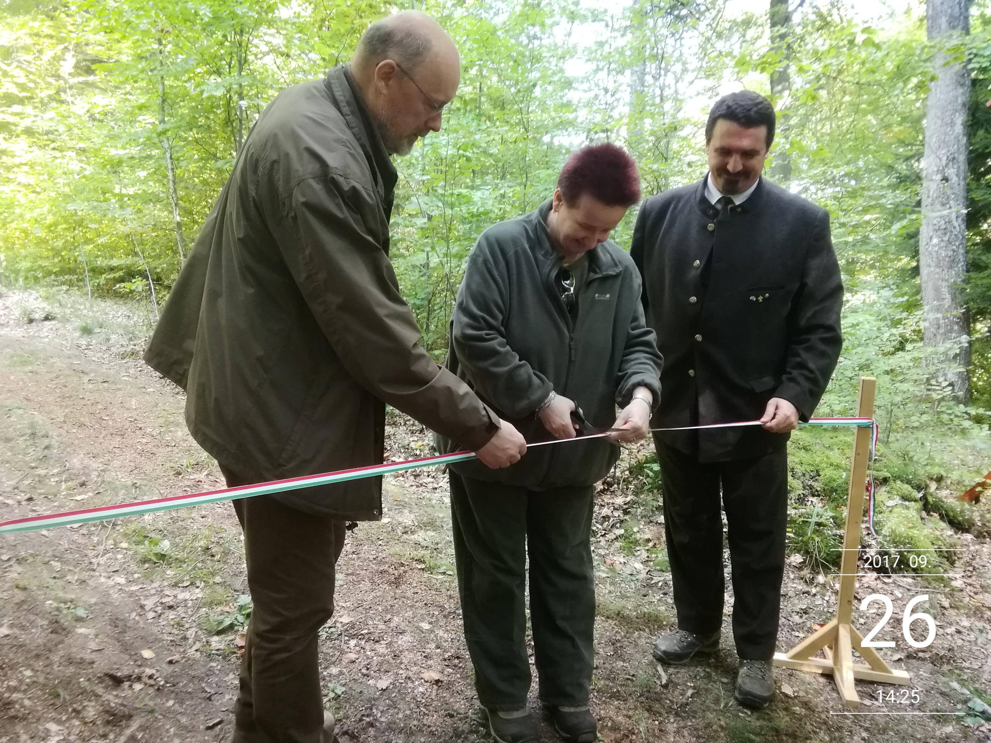 Szakmai tanösvényt adtak át a Roth Gyula emlékerdőben