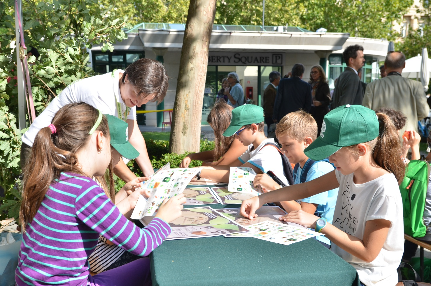 Több mint tízezer embert érdekeltek a belvárosba költöző magyar erdők - videókkal!