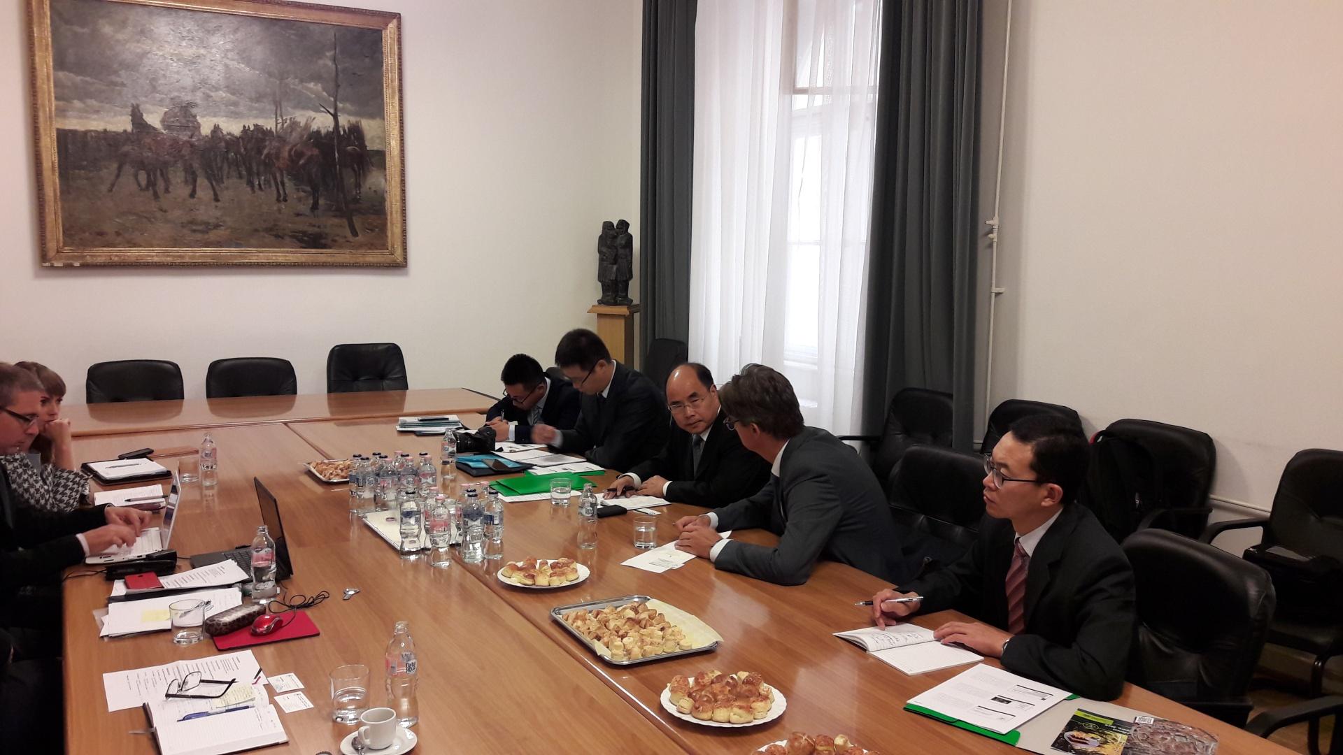Kínai erdészeti delegációval tárgyalt az OEE