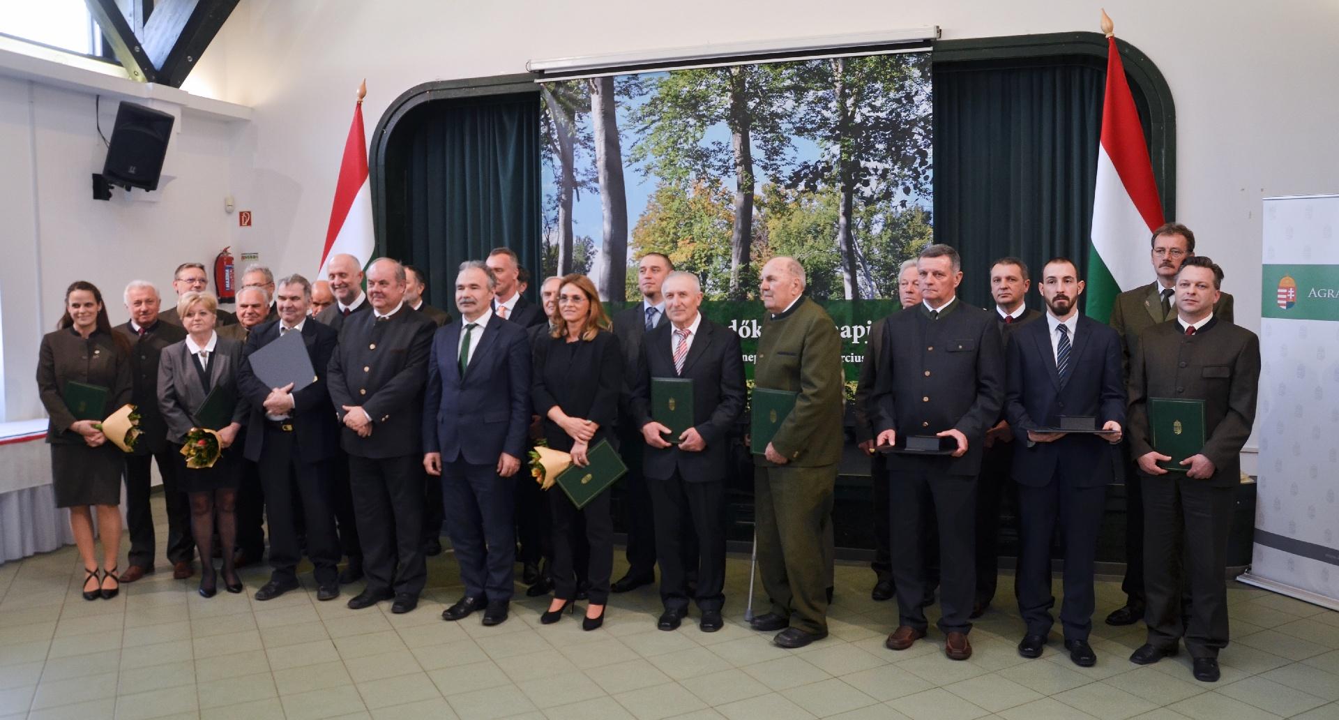 Kitüntetett kollégák az Erdők Világnapja alkalmából