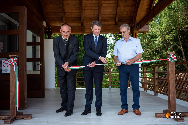 Új fogadóépületet adott át a Zalaerdő Zrt. a Budafai Arborétumban