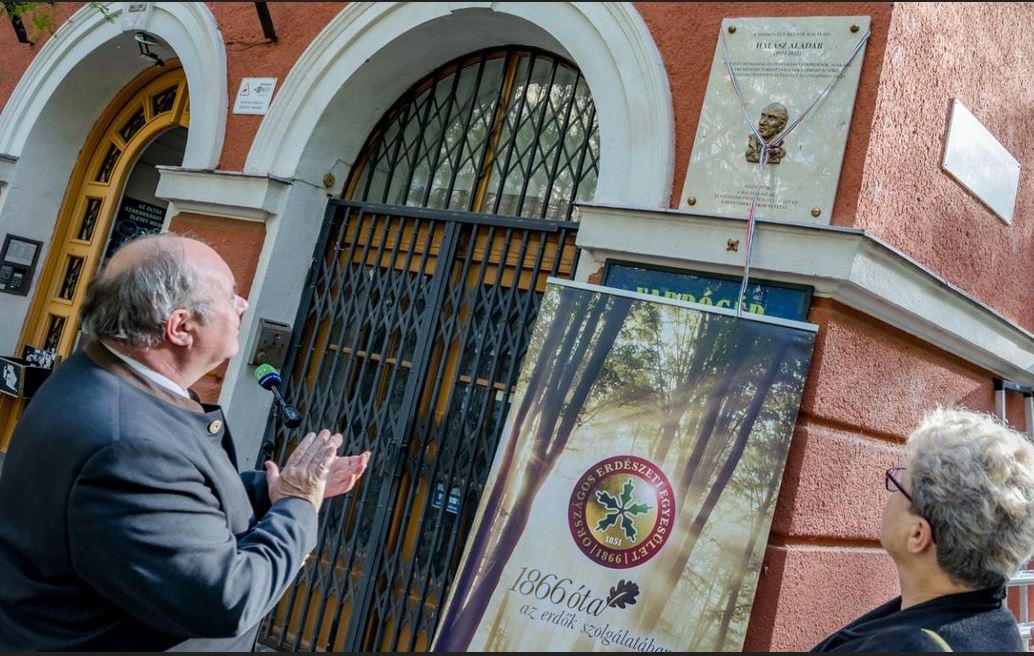Emléktáblát avattak Halász Aladár egykori lakóhelyén, születésének 100. évfordulója alkalmából