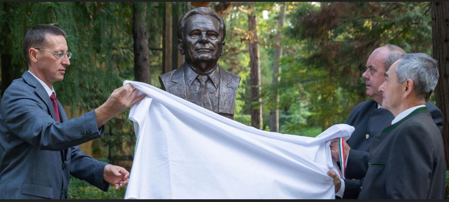 Dr. Herpay Imre, az OEE volt elnöke emlékére szobrot avattak Sopronban - videóval!