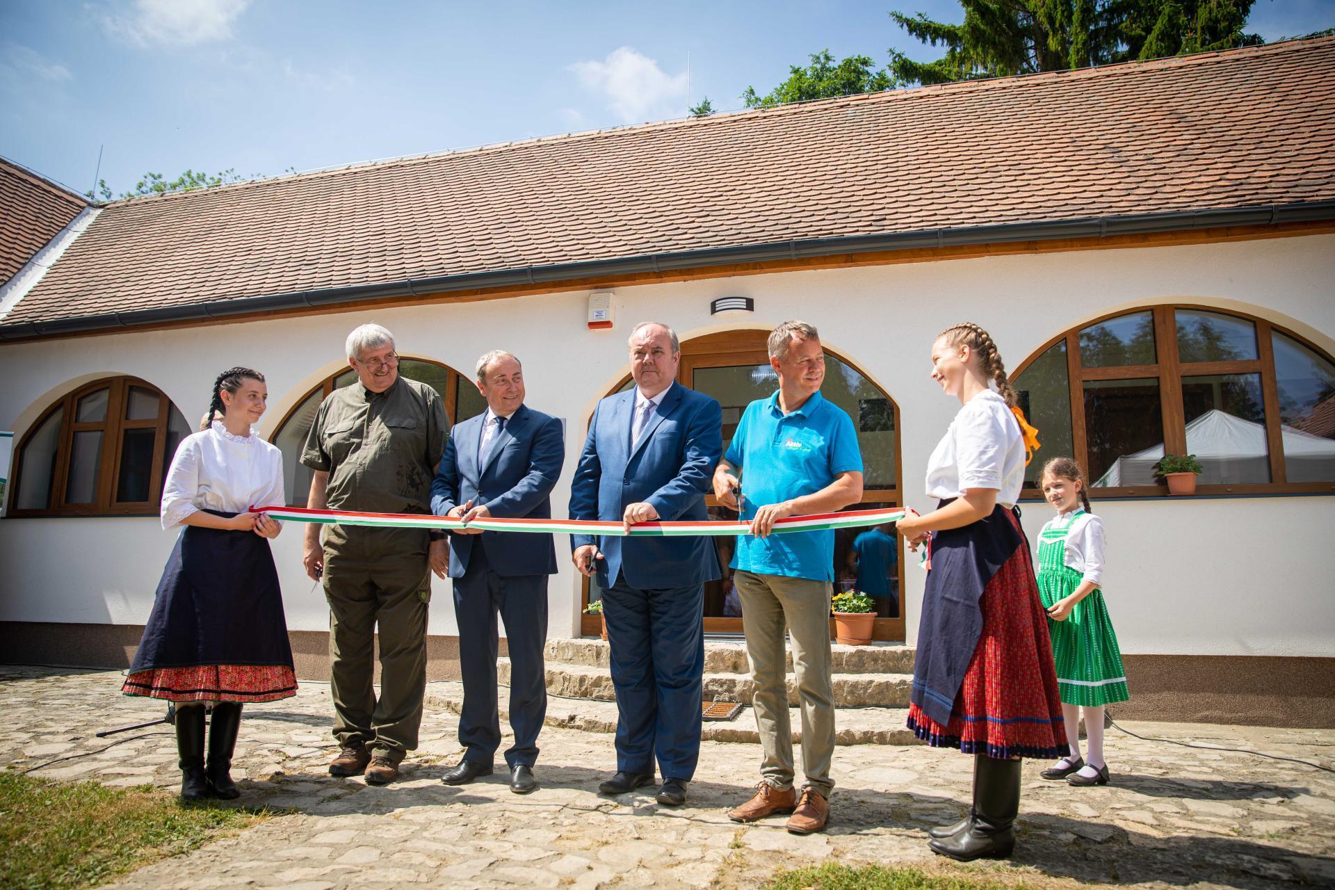 Megújult a bakonyi Kisbetyár Erdészeti Erdei Iskola és a Hubertlaki Kulcsosház