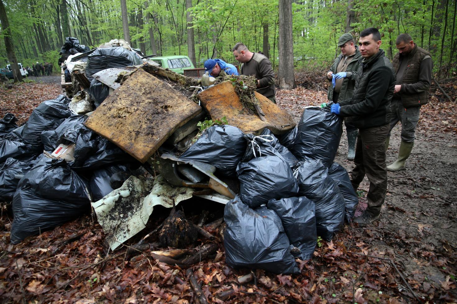 Hulladékmentesítést folytat a SEFAG Zrt. a somogyi erdőkben