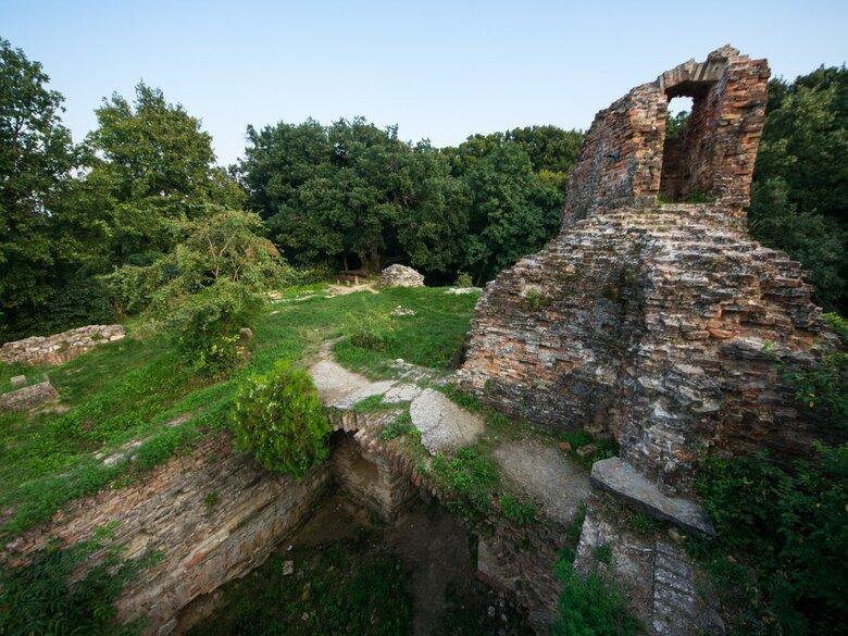 Turisztikai fejlesztéseket hajt végre Balaton közeli Kereki-váránál a SEFAG Zrt.