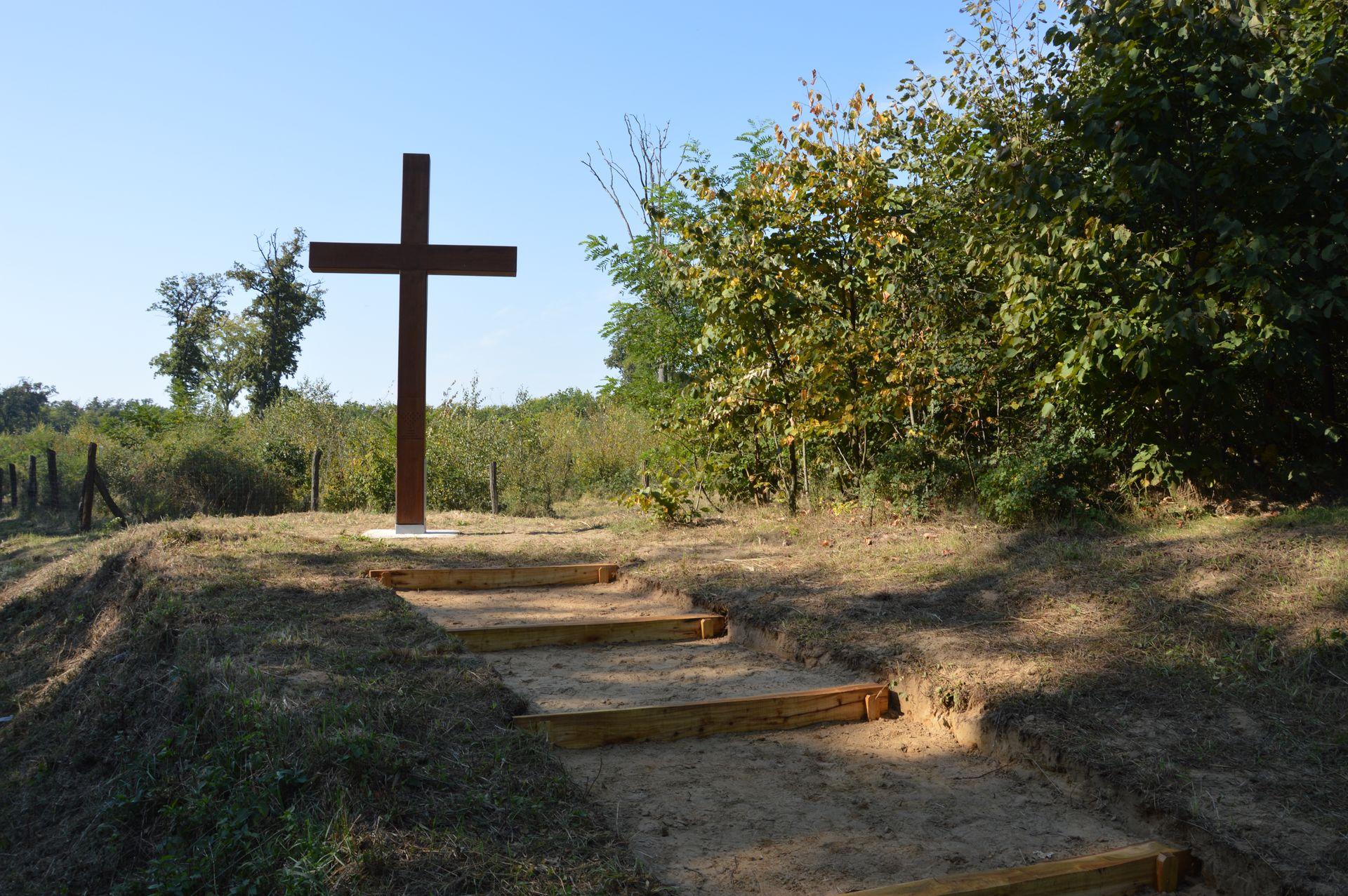 Emlékkeresztet állítottak a Nyírségben is, a Sóstói-erdőben