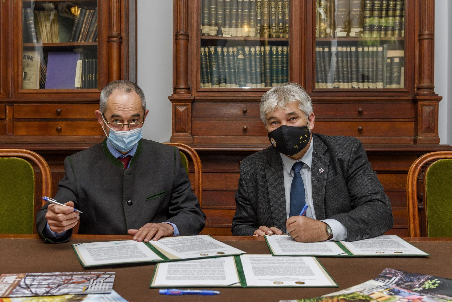 Egységben a magyar erdőkért és méhészetért - OEE-OMME együttműködési megállapodás - képgaléria!